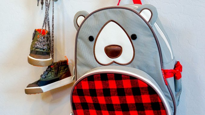 Un sac à dos dont la taille est idéale pour aller à l'école maternelle