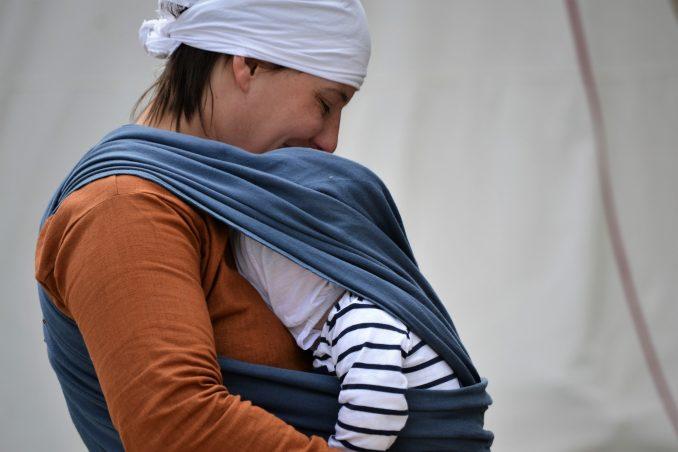 Installation du bébé dans le Sling